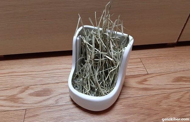 牧草ポットを牧草入れとして使う方法