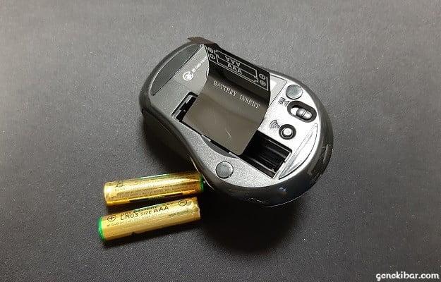 エレコムのBlueLEDワイヤレスマウスの電池ケース