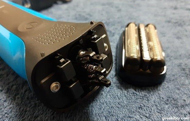 ブラウンの電気シェーバー(310s)の網刃・内刃カセットを外す