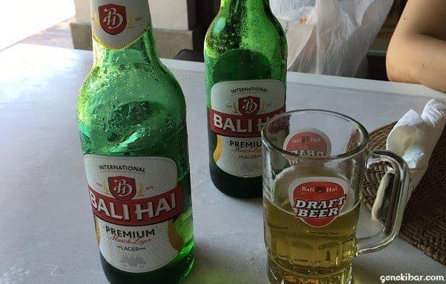 サヌールのレストランで注文したビール