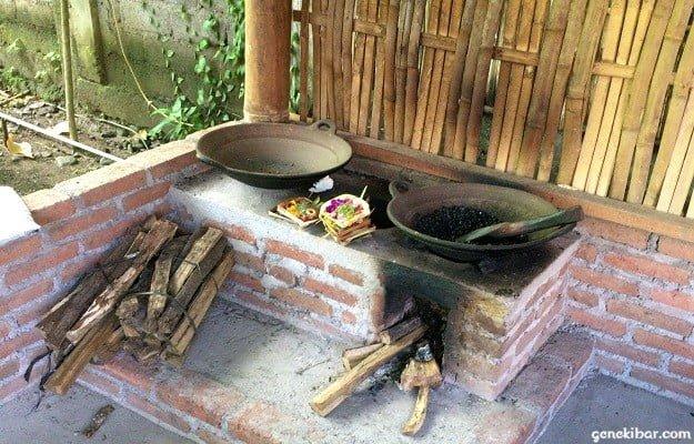 ジャコウネコの糞を焙煎するかまど