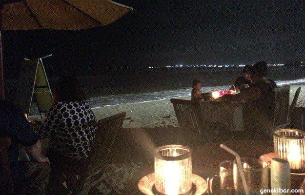 静かなバリ島の夜のビーチ