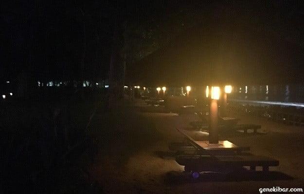 インターコンチネンタルバリリゾートの夜のビーチ