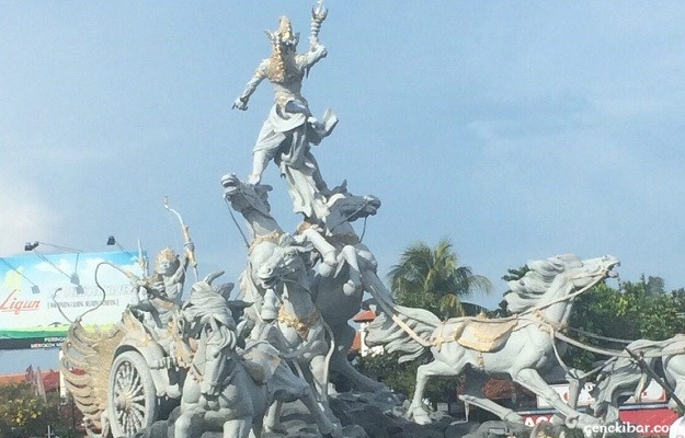バリ島にある勇士ガトカチャ像