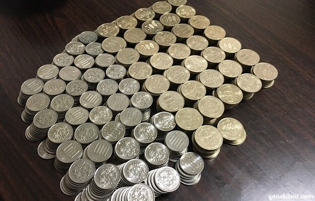 22万円分の100円と500円玉硬貨