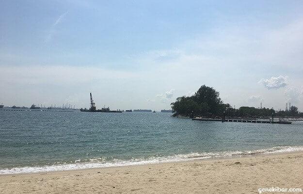 シロソビーチ沖のタンカー、大型船