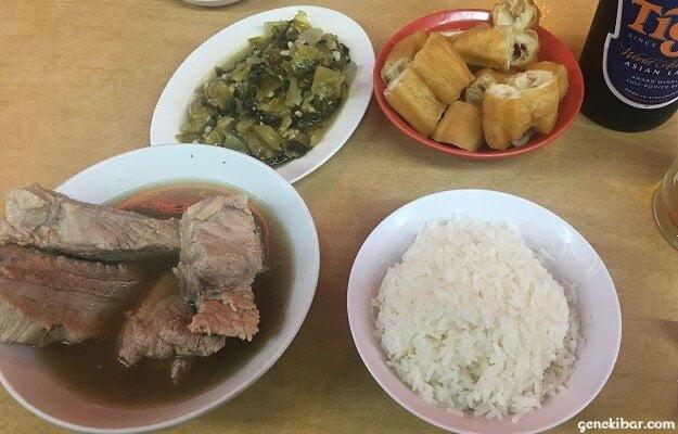 ファウンダーバクテー、ライス、青菜、揚げパン