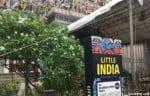 リトルインディアの看板とスリヴィーラマカリアマン寺院