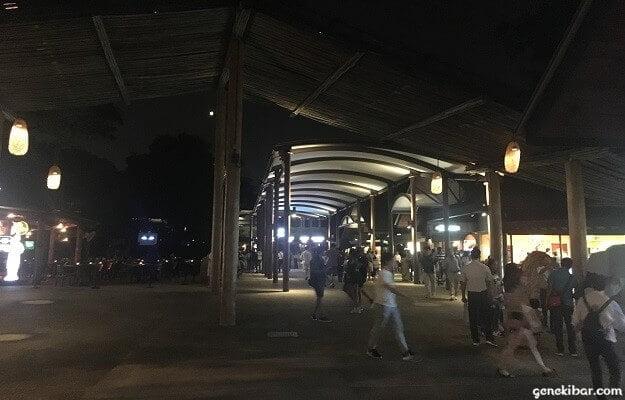 ナイトサファリ入り口広場の通路