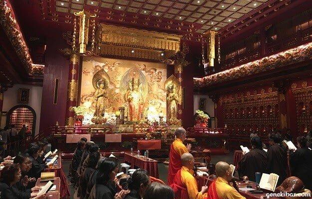 佛牙寺龍華院の百龍寳殿の中