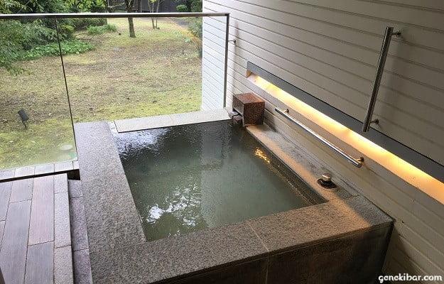 箱根ハイランドホテル、森のレジデンスの客室露天風呂