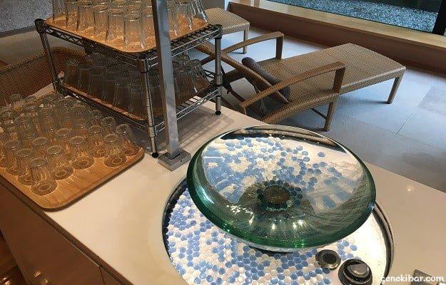 箱根ハイランドホテルのアクアラウンジで飲める水