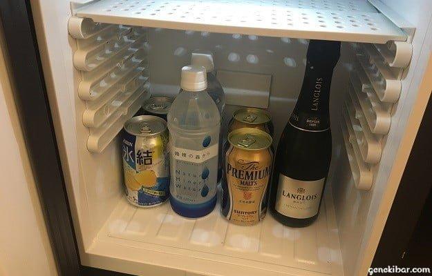 箱根ハイランドホテルの備え付け冷蔵庫と中身