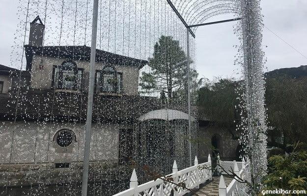 箱根ガラスの森美術館の光の回廊