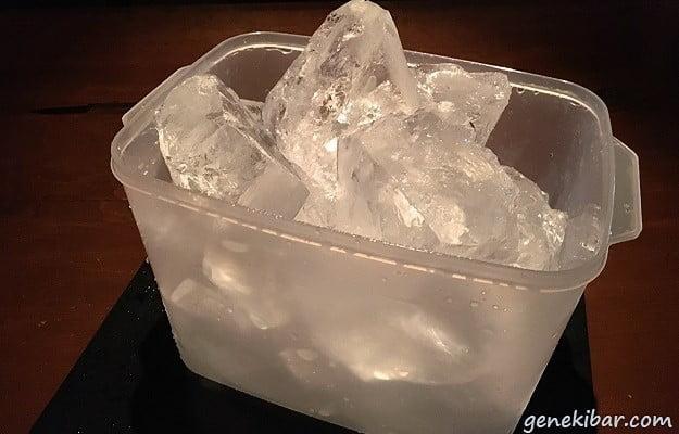 タッパーで作った氷を全て割った量