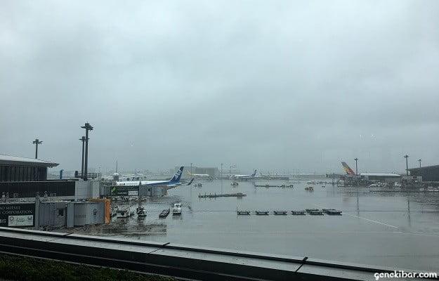 曇り空の成田空港