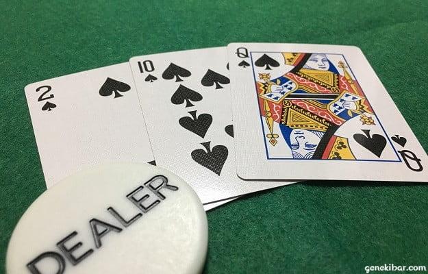 スリーカードポーカー、ディーラーのフラッシュ
