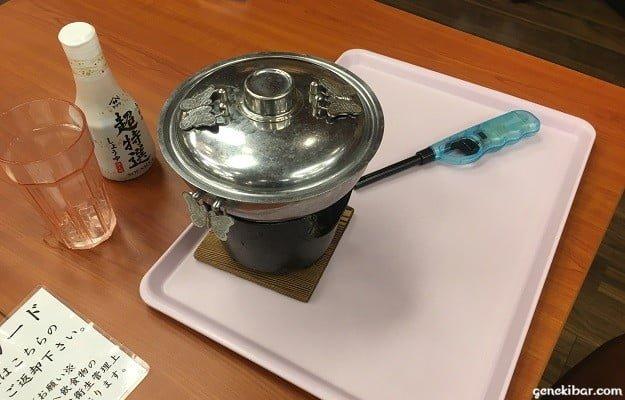 蓋をして煮込んでいる鍋