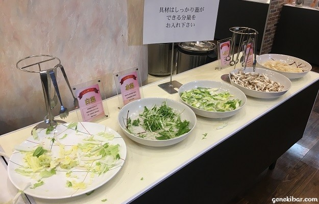 野菜やきのこなどの具材