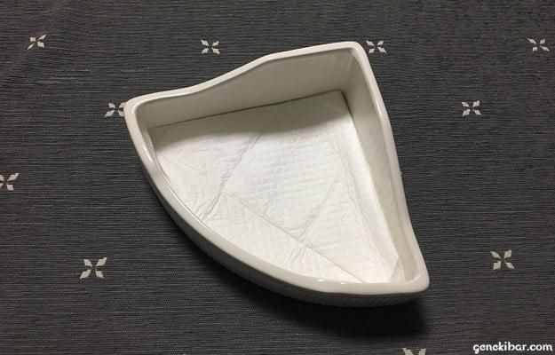 ペットシーツを三角形のトイレに設置