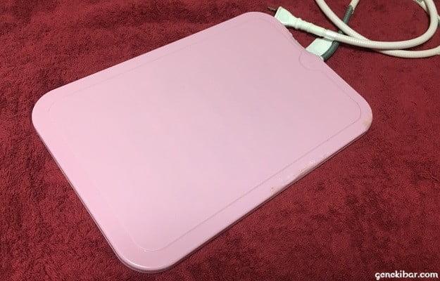 ほっとうさ暖リバーシブルヒーターの濃いピンク(表)面