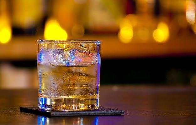 ウイスキーのハーフロック